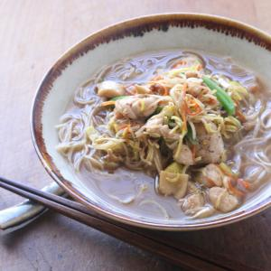 香港土産のおいしいエビ麺を使って、中華そばでおひるごはん。大満足。