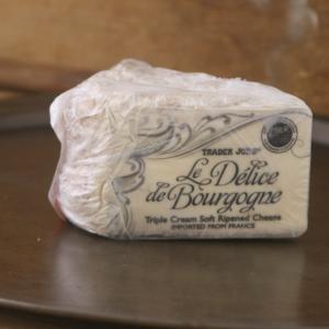 トレーダージョーズのおすすめチーズ 最近一番の大ヒット!癖さトロっと質感が美味なチーズ