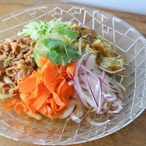 アジア風味の和風冷やうどん。残り物大活用のお昼ごはん。