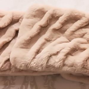 この冬の1番の大活躍のお気に入り必需品✨ FURLAのモコモコマフラーのワンコイン改造