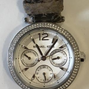 マイケルコース  時計修理は熊谷のアルテスタへ