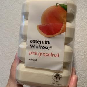 2019イギリス旅行記その62(お土産26 Waitroseのessential Waitrose Pink Grapefruit Soaps)