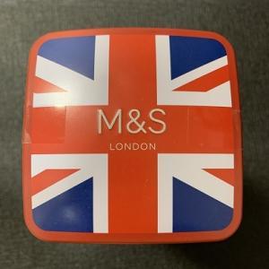 2019イギリス旅行記その64(お土産28 Marks & SpencerのTelephone Box Scottish Shortbread)