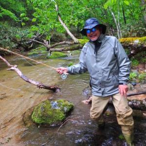 ほら喰った! 雨も忘れる 初岩魚