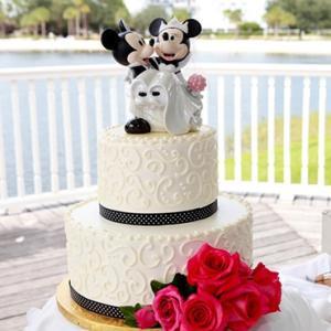 可愛すぎる❤︎ ディズニーモチーフのウェディングケーキ
