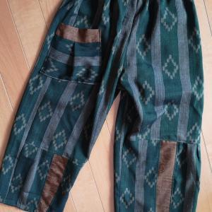 深緑の古布でパンツ