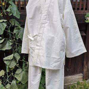 白い作務衣