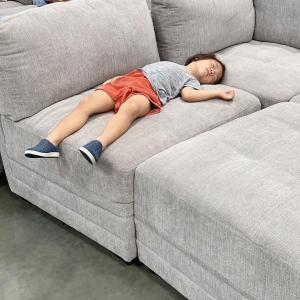 長男が秒で寝入ったソファー
