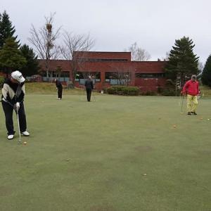 ゴルフ場に初雪