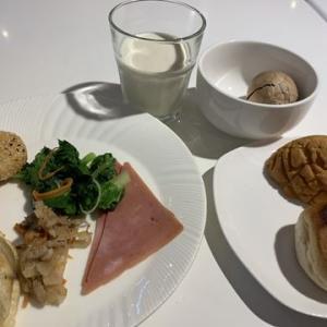 ホテルで朝メシ食ったらマッサージ屋へ