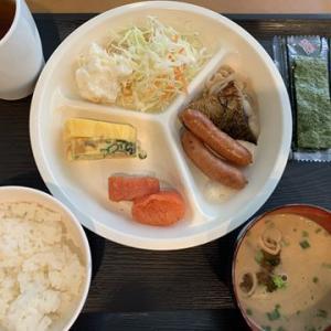 ホテルで明太子の朝メシ食って空港へ向かう