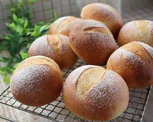 雨のベランダとパン焼き