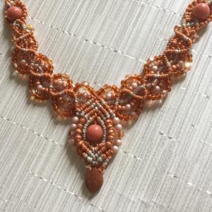 マクラメのオレンジネックレス