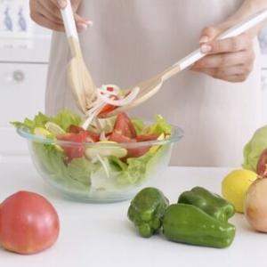 農水省「若者の食生活調べたら主食・主菜・副菜を組み合わせた食事ほとんど食べてなかった。手間なんだって・・・」