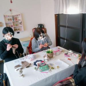 一緒に編み物するお仲間、思いやりや優しさであたたかい(*^^*)