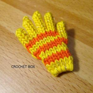 黄色地オレンジ線の手袋のブローチが仕上がりました。