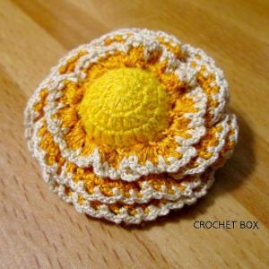 イベント用のオレンジ色のお花のブローチです。