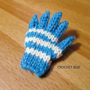 イベント用の水色の小さい手袋のブローチです。