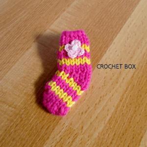 ピンクの小さい靴下のパーツが仕上がりました。