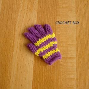 紫色の小さい手袋のパーツが仕上がりました。