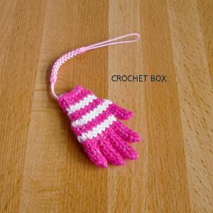 minne(ミンネ)さんへ再販の白線ピンクの小さい手袋のストラップが仕上がりました。
