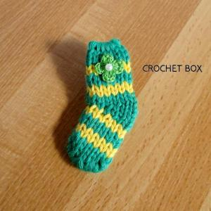 緑色の小さい靴下のパーツが仕上がりました。