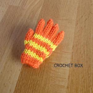 オレンジ色の小さい手袋のパーツが仕上がりました。