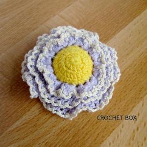 再販品のうす紫のお花のブローチが仕上がりました。