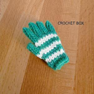 緑色の小さい手袋のブローチが仕上がりました。