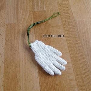 minne(ミンネ)さんへ再販の白い小さい手袋のストラップが仕上がりました。