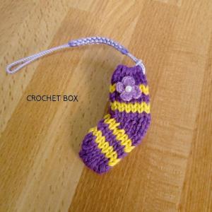 ミニチュア*紫色の小さい靴下のストラップが仕上がりました。