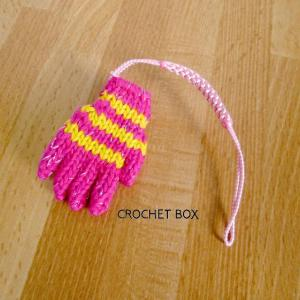 ミニチュア*ピンク色の小さい手袋のストラップが仕上がりました。