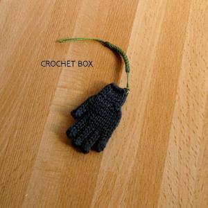 minne(ミンネ)さんへ再販の黒の小さい手袋のストラップが仕上がりました。