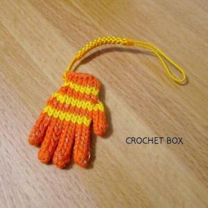 minne(ミンネ)さんよりミニチュア*小さい手袋オレンジ色のストラップをお買い上げ頂きました。