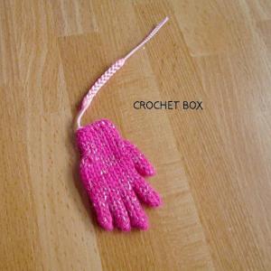 minne(ミンネ)さんへ再販の単色ピンクの小さい手袋のストラップが仕上がりました。