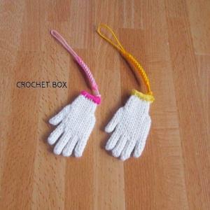 minne(ミンネ)さんよりオーダー品のミニチュア*小さい手袋のストラップ 黄色、ピンク縁付き単色白が仕上がりました。