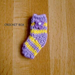 ミニチュアのうす紫の小さい靴下のパーツが仕上がりました。