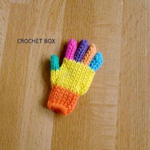 ミニチュアの七色の小さい手袋のパーツが仕上がりました。