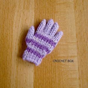 ミニチュア*うす紫地紫線の小さい手袋のパーツが仕上がりました。