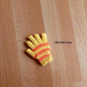 ミニチュア*黄地オレンジ線の小さい手袋のパーツが仕上がりました。