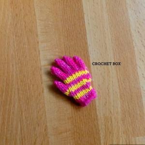 ミニチュアのピンクの小さい手袋のパーツが仕上がりました。