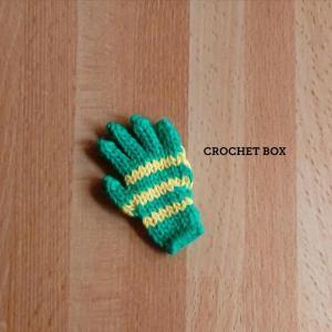 ミニチュアの緑の小さい手袋のパーツが仕上がりました。