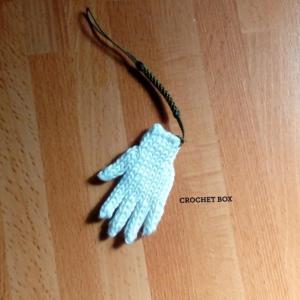 minne(ミンネ)さんへ再販品ミニチュアの単色白の小さい手袋のストラップが仕上がりました。