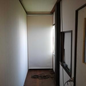 廊下の壁貼り終了