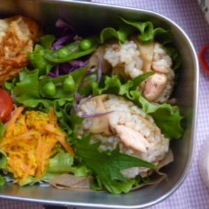 タケノコと鮭のおむすびお弁当