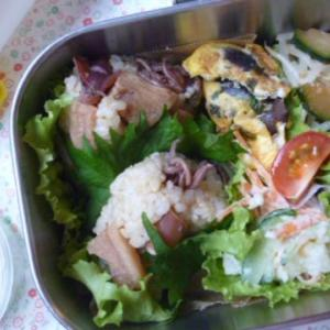 小イカとタケノコおむすびお弁当