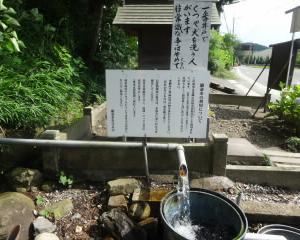 滋賀 繖トンネルの湧き水 繖命水と六角定頼像
