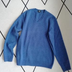 【ユニクロメンズ】プレミアムラムVネックセーター青でコーデ