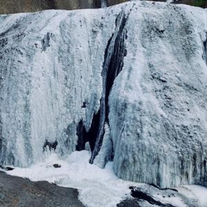 凍ってる袋田の滝も圧巻( ^∀^)