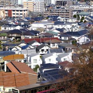 V通りから見る景色と京王線